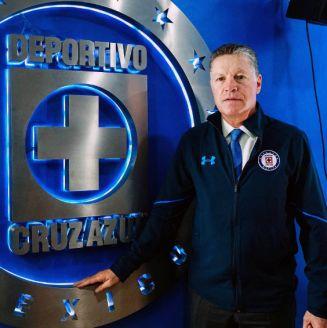 Ricardo Peláez, durante su presentación con Cruz Azul