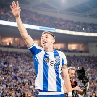 Héctor Herrera celebra gol con el Porto