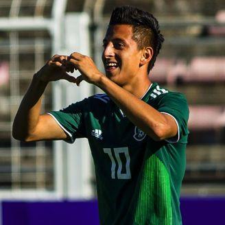 Alvarado celebra un gol con el Tri en Toulon 2018