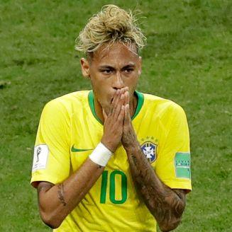 Neymar se lamenta tras una jugada de Brasil frente a Suiza