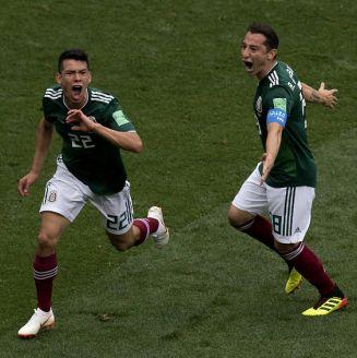 Lozano y Guardado celebran el gol de México frente a Alemania
