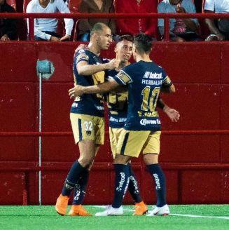 El festejo de los jugadores del cuadro universitario tras el gol de Carlos González