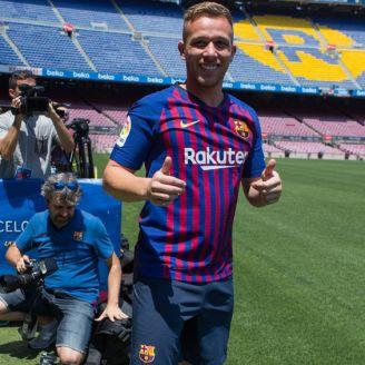 Melo posa en Camp Nou con la camiseta blaugrana