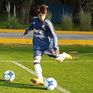 Luka Romero, durante un entrenamiento con la Albiceleste
