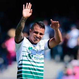Cortés festeja un gol con Santos