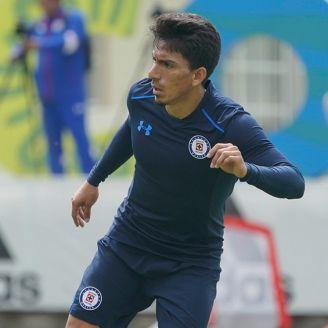 Ángel Mena, en un entrenamiento de Cruz Azul