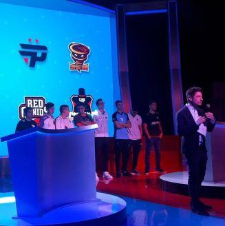Jugadores de los ocho diferentes equipos asistieron a la presentación de la liga