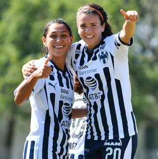 Jugadoras de Monterrey celebra un gol ante Querétaro