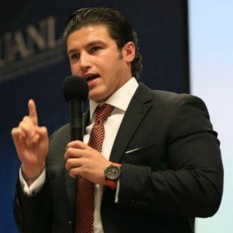 Samuel García durante una plática