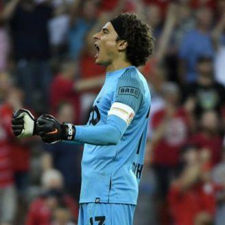 Ochoa festeja gol del Standard