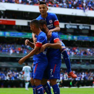 Cruz Azul festeja victoria en el Estadio Azteca