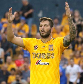 André- Pierre Gignac en el partido contra Atlas
