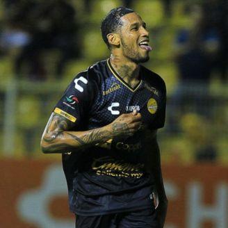 Vinicio Angulo festeja gol contra Cafetaleros