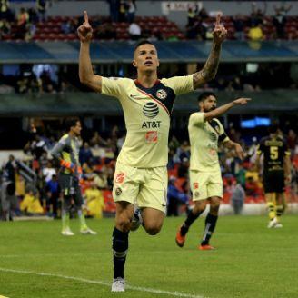 Mateus Uribe festeja gol con América en la J9 del A2018