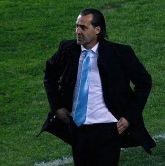 Sergio Batista, dirigiendo a la Selección de Argentina en un partido