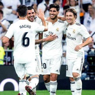 Asensio festeja con sus compañeros su gol contra el Espanyol
