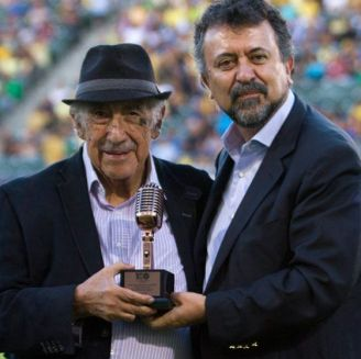 Don Melquiades recibe un reconocimiento