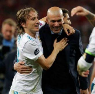 Modric felicita a Zidane en el Real Madrid
