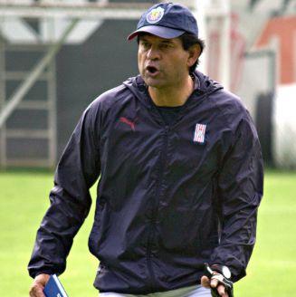 José Saturnino Cardozo, durante un entrenamiento con Chivas