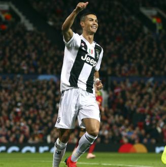 Cristiano Ronaldo celebra una anotación ante el Manchester United