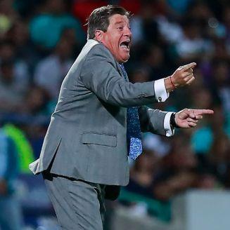 Herrera da indicaciones durante el partido frente a Santos
