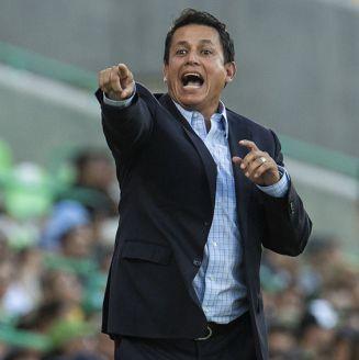 Salvador Reyes da indicaciones en juego de Santos