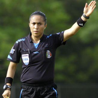 Lucila Venegas en acción durante un partido de la Sub17