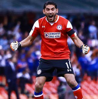 Jesús Corona celebra gol de Cruz Azul contra Gallos