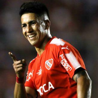 Maxi Meza, durante un encuentro con Independiente