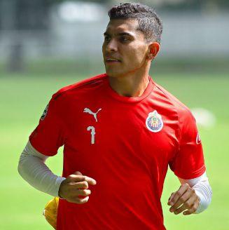 Orbelín Pineda, durante un entrenamiento con Chivas