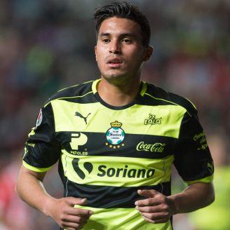 Dávila, durante un duelo con Santos en la Liga MX