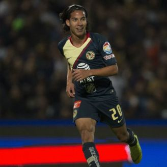 Diego Lainez en un partido con las Águilas