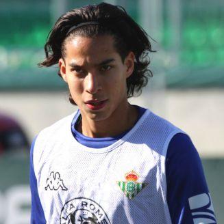 Diego Lainez durante su primer entrenamiento con el Betis