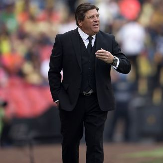 Piojo Herrera, da indicaciones en juego del América
