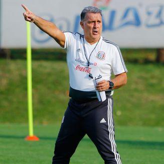 Tata Martino da indicaciones en entrenamiento del Tri