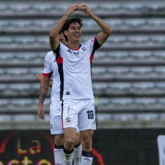 Mauro Lainez celebra gol con Lobos BUAP