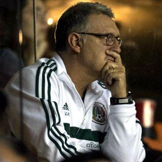 Gerardo Martino observa el encuentro entre León y Santos