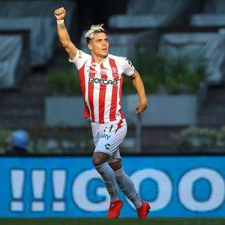 Brian Fernández celebra un gol del Necaxa