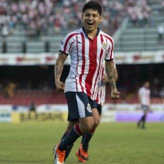 Chofis López festeja durante partido de Chivas