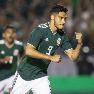 Raúl Jiménez festeja con la Selección