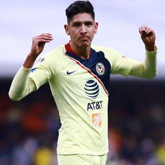 Álvarez celebra en un partido del América
