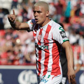 Brian Fernández durante un partido contra Pachuca