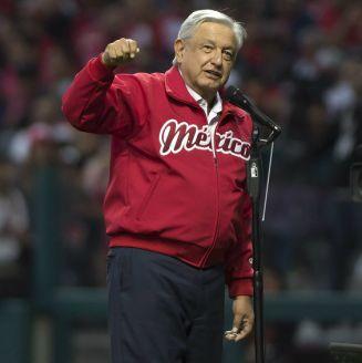 Andrés Manuel López Obrador en la inauguración del estadio de los Diablos Rojos