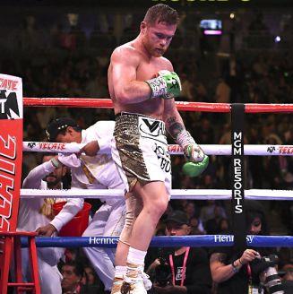 Canelo Álvarez durante el combate ante Daniel Jacobs