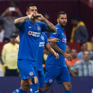 Milton Caraglio celebra tras marcar gol contra América