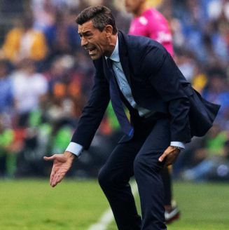 Pedro Caixinha, reclamando en el partido contra América