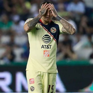 Nico Castillo lamenta una falla con América