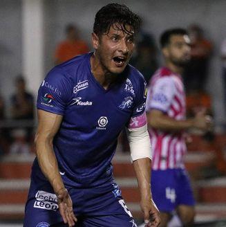 Ángel Reyna reclama durante un partido con el Celaya