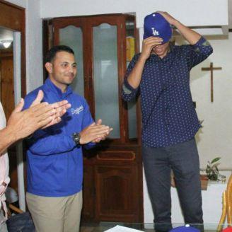 José Ignacio Rodríguez se pone la gorra de Dodgers