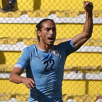Cáceres celebra un gol con Uruguay
